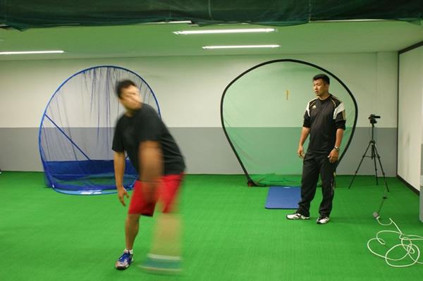 前田コーチによる韓国プロ野球選手の指導